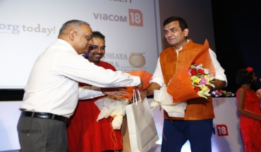 Shridhar Venkat greets Mr Sanjeev Kapoor at the video launch of Feed the Future Now